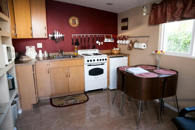 Kitchen/dining - Elegant 1 BR Vacation Apartment in Tempe - Tempe - rentals