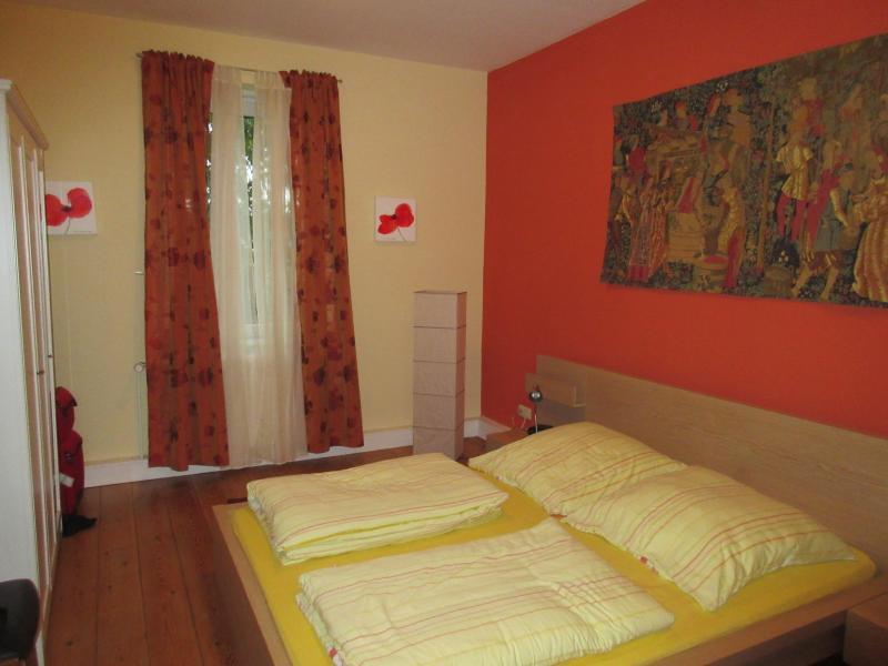 Bedroom - Charming Apartment Near Old Lübeck - Lübeck - rentals
