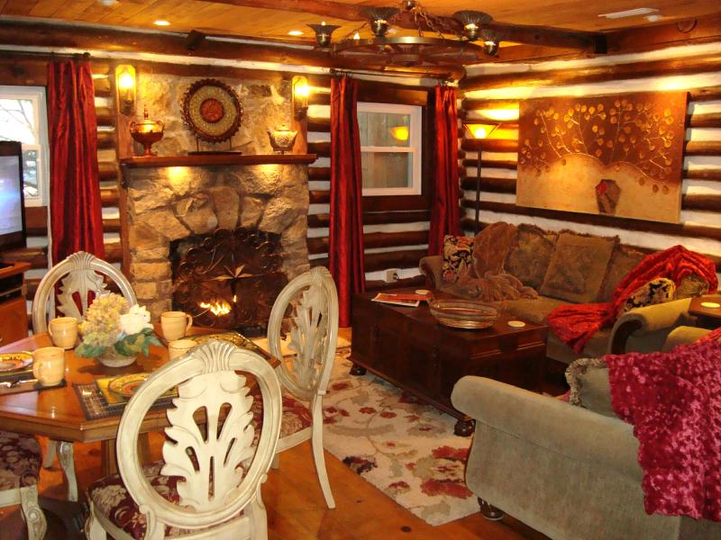 HERITAGE LOG CABIN charming warmth of log walls, stone fireplace, wood floors, lush sofas & 50