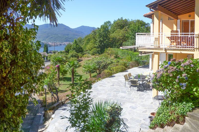 Property exterior and lake view - Italian Lakes 4 bedroom villa with heated pool and walking distance to lakeside - Poppino - rentals