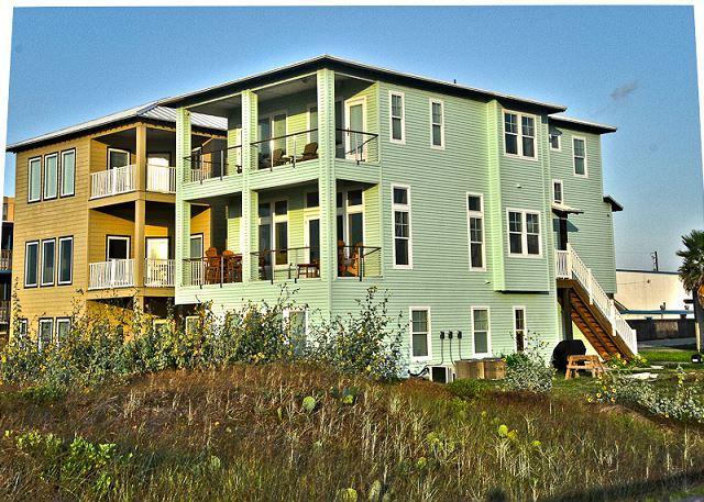 Welcome to Vista Grande - Vista Grande, Beachfront, Boardwalk to the beach, 6 bedrooms/4bath, Sleeps 14 - Port Aransas - rentals