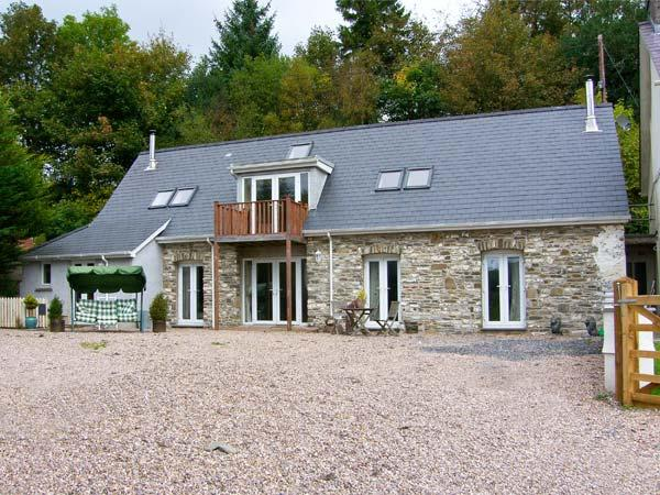 THE BARN AT MAESTEILE, Sky TV, WiFi, superb country views, en-suite facility, mulit-fuel stoves, near Llanybydder, Ref. 916883 - Image 1 - Llanybydder - rentals