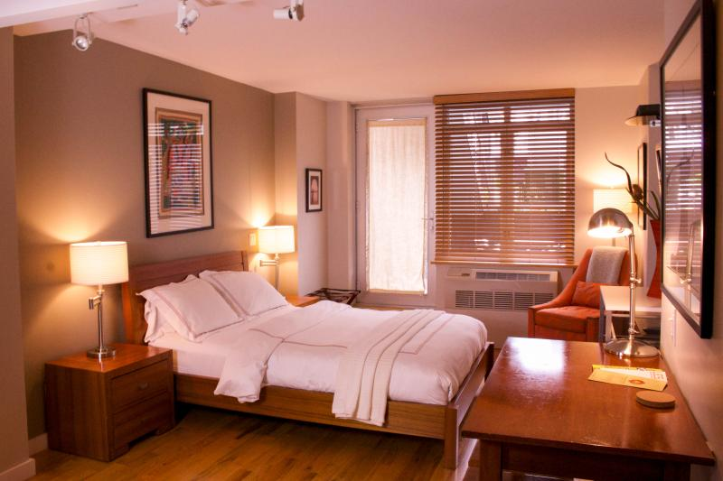 Premium quality queen bed  - sleeps 2 people - $179/NIGHT APRIL SPECIAL: Modern Studio with Patio - New York City - rentals