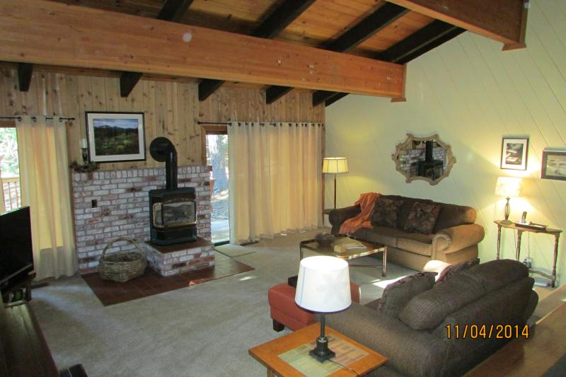 Great room with all new furnishings and decor - McCoy-Tahoe Park cabin, walk to beach, pool table - Lake Tahoe - rentals
