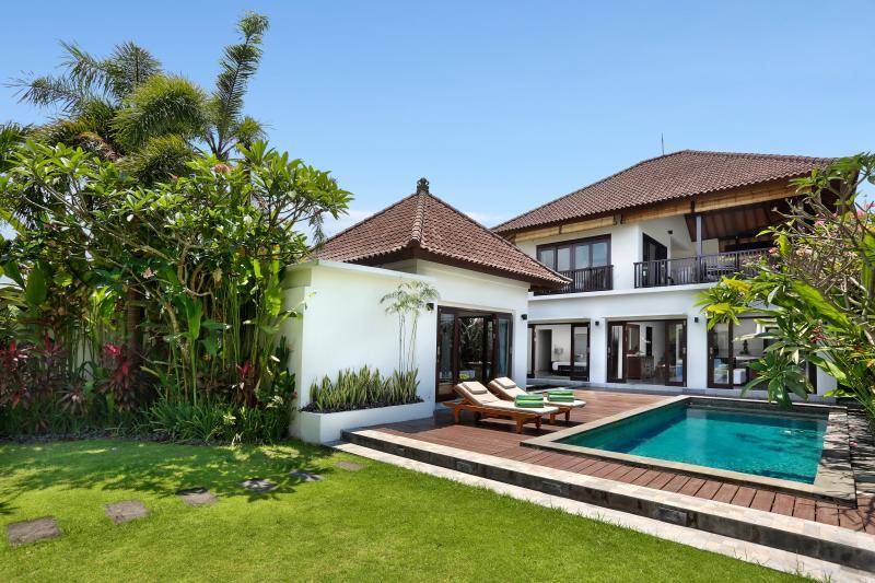 Villa Salju -Large garden, nr beach, party perfect - Image 1 - Canggu - rentals