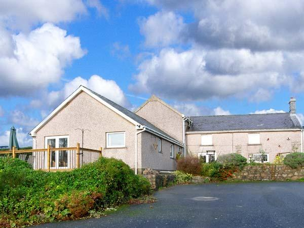 BEEFS PARK FARM ANNEXE, single-storey accommodation, lawned garden, walks from door to sandy beach, near Amroth, Ref 916799 - Image 1 - Amroth - rentals