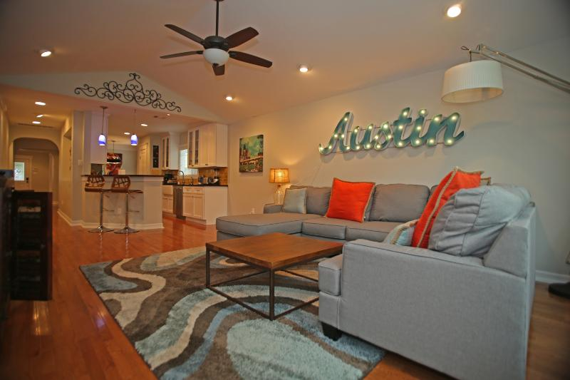 Welcome home! Kick off the shoes, get comfy, and enjoy your beautiful vacation getaway. - Oakmont Place (3/2): Spectacular Neighborhood - Austin - rentals
