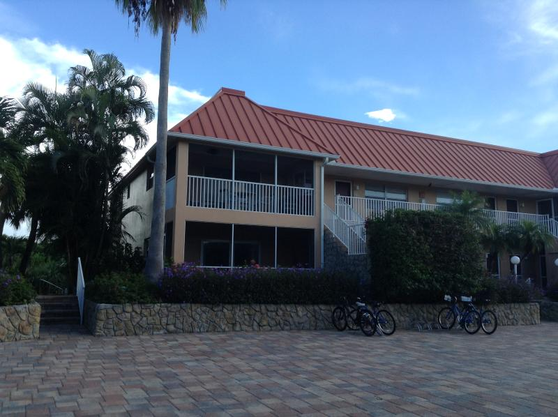First floor condo, on the left. - Casa Chloe -Sanibel Arms- 2 BR, 2 Bath, Canal View - Sanibel Island - rentals