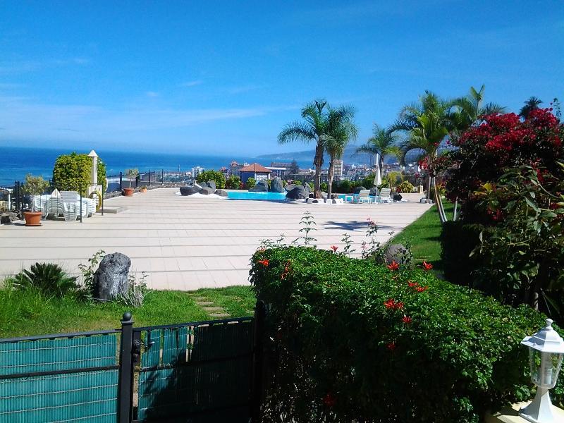 Solarium, piscina y vistas al mar - Nice apartment with pool in residential complex - Puerto de la Cruz - rentals