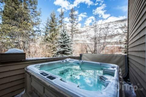 Relax after an epic day on the mountain in the outdoor hot tub with views! - Prima Court 5040-2 - Vail - rentals