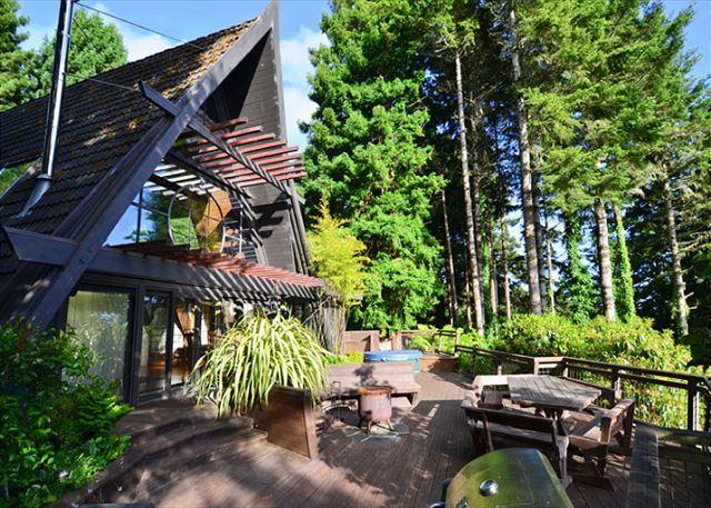Custom Japanese A-Frame in the Redwoods with large private deck & hot tub - Westgate-Japanese A-Frame - Ocean Views, Hot Tub, Large Deck, Privacy - Trinidad - rentals