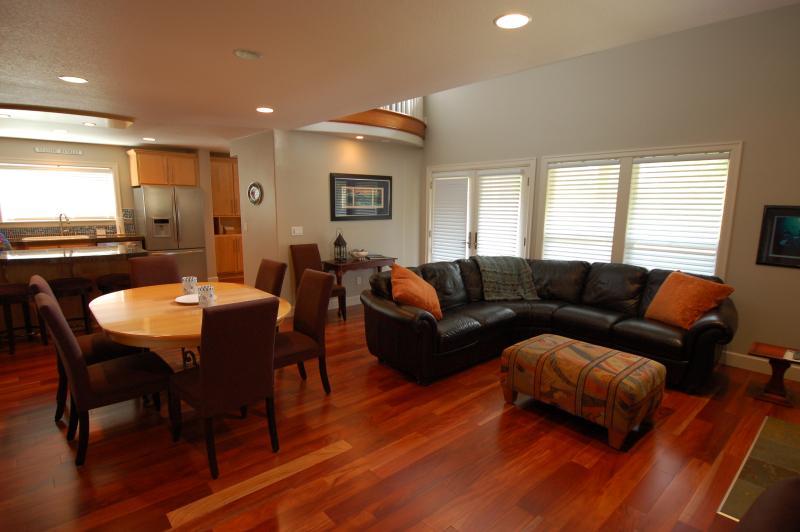 Martin's Beach House - 3 BR, Sleeps 8 - Image 1 - Rockaway Beach - rentals