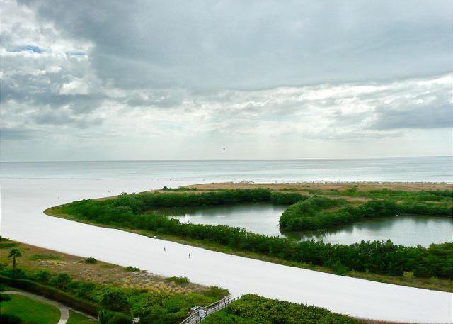 Bright beachfront condo w/ heated pool and balcony facing Tigertail Beach - Image 1 - Marco Island - rentals