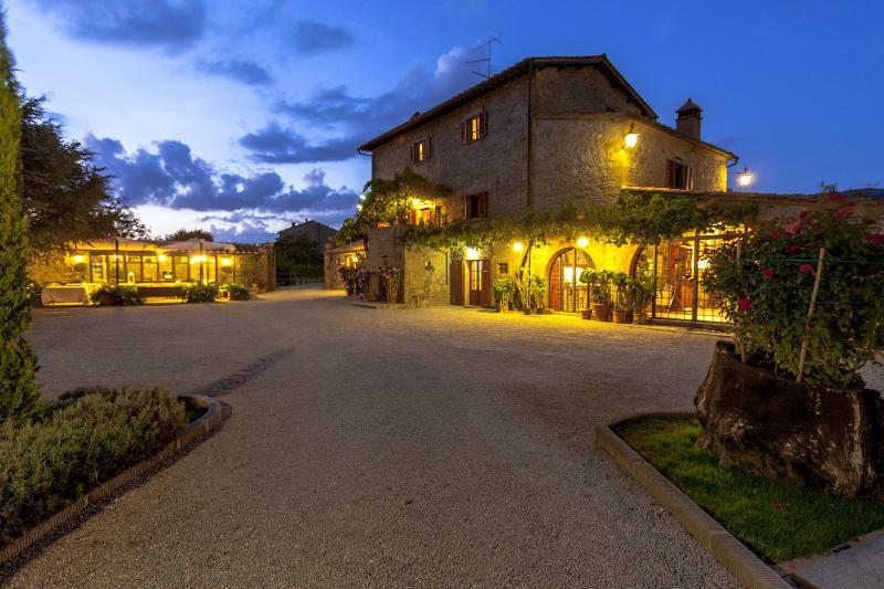Villa at the Foot of Cortona in Tuscany - Image 1 - Cortona - rentals