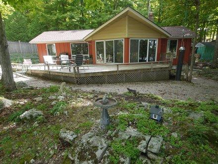 """Island View Lake House"" on the Rideau - Image 1 - Rideau Lakes - rentals"