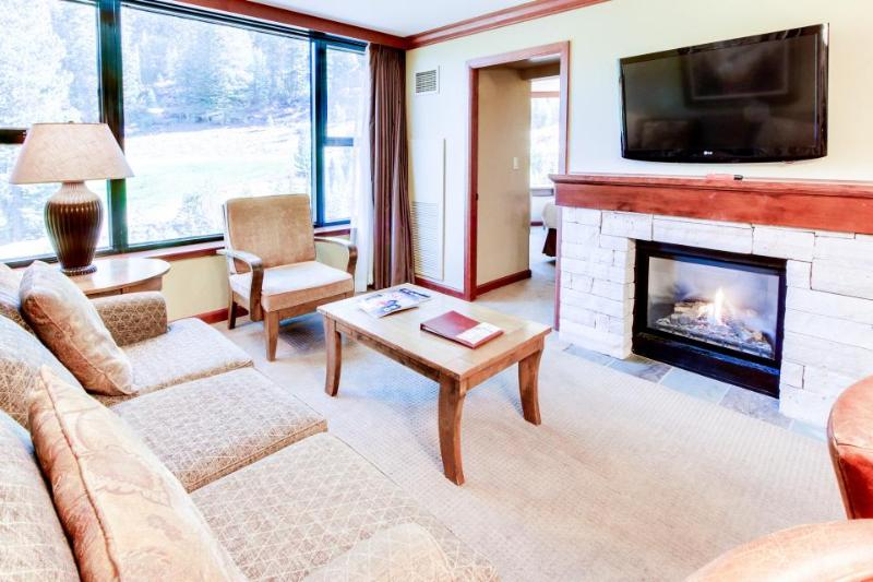 Ski-in/Ski-out conod with outdoor pool & hot tub complex - Image 1 - Olympic Valley - rentals