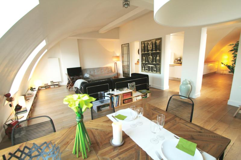 Living room and dining area - Great 2 bedrooms, 2 bathrooms in Saint Germain - Paris - rentals