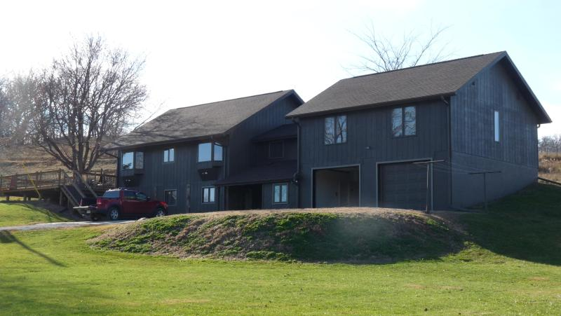 Outside of the home - Scenic and Secluded Omaha Acreage Sitting on 20 Acres - Fort Calhoun - rentals