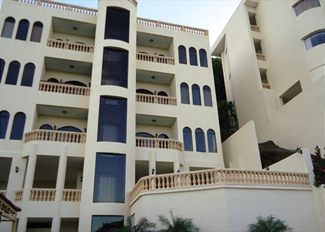Welcome to Bella Vista #2   This beautiful condo is located 1 mile from the beach. Features a community pool, elevator and great ocean views. - Condo Bella Vista  # 2 - Playa Hermosa Guanacaste - Playa Hermosa - rentals