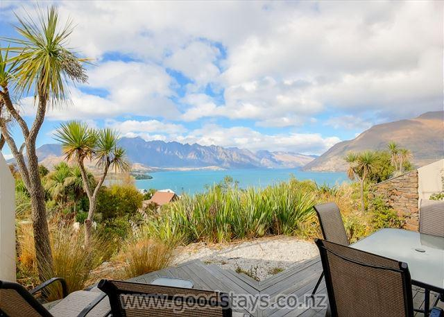 Elevated apartment, outstanding views, close to town! - Image 1 - Queenstown - rentals