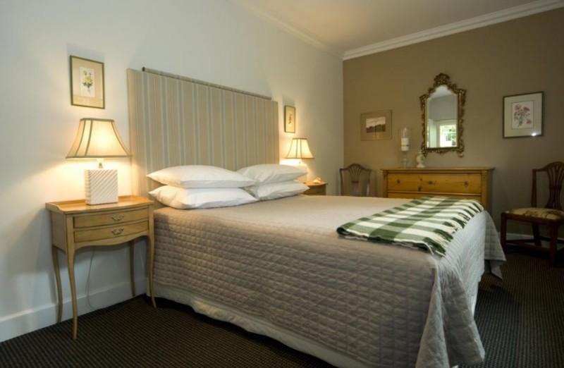 Queen sized bed, all linen provided - Arleston Cottage, Flinders, Victoria, Australia - Flinders - rentals