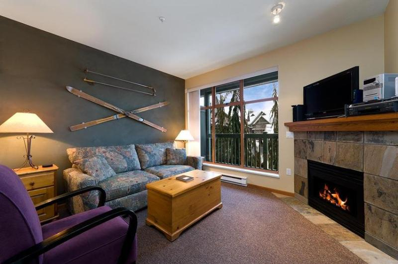 Living Room - 2 br condo, great location with free WI-FI & hot tub/pool - Whistler - rentals