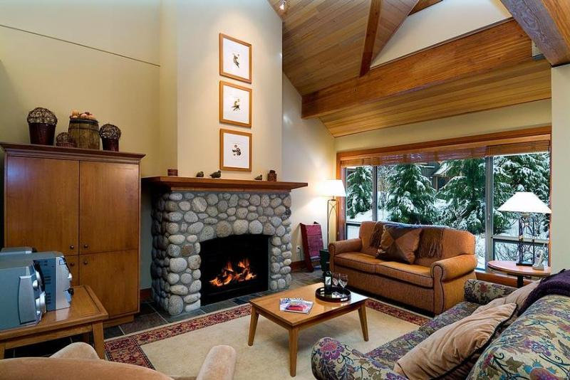 Make the most of your whistler stay. Montebello has it all. - 3 bd 3 bth Townhome Great Location w/ Private Hot Tub, Computer - Whistler - rentals