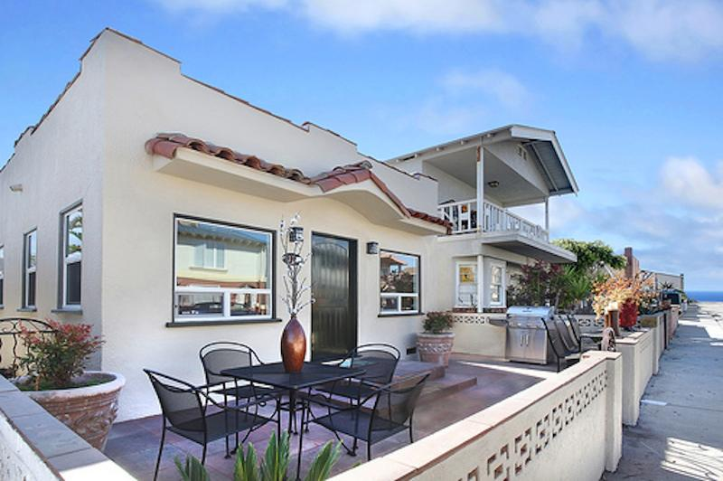 Front of the house - Balboa Pearl - 8 Houses From The Sand!! - Newport Beach - rentals