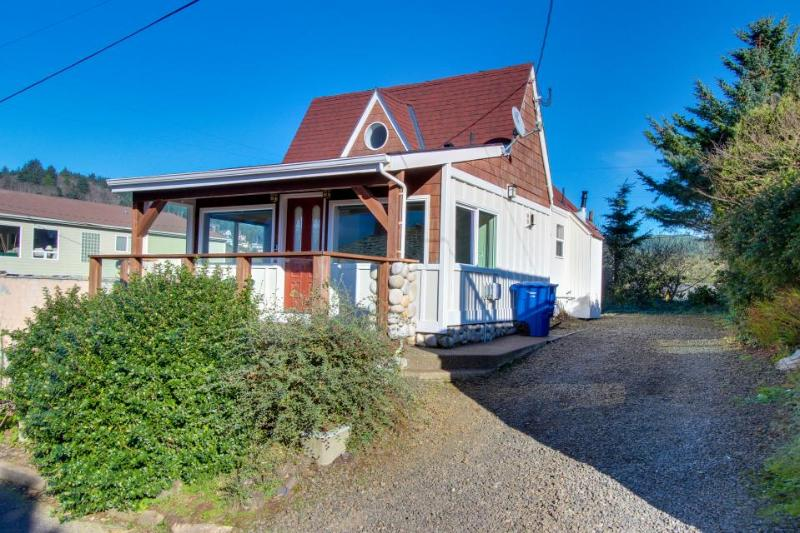 Two bedroom home with ocean views, private hot tub! - Image 1 - Depoe Bay - rentals