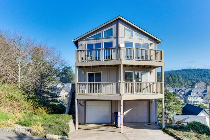 Great getaway with an amazing oceanview deck! - Image 1 - Lincoln City - rentals