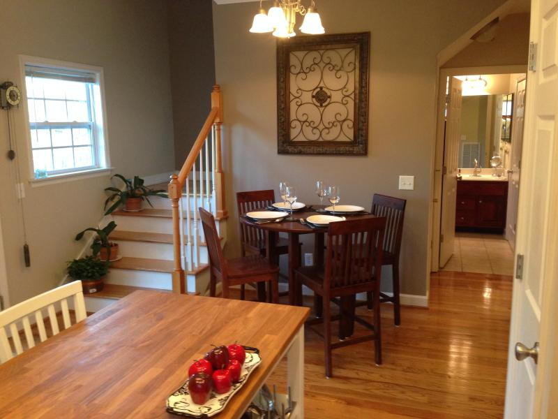 Kitchen/dining area - Lovely 3/2 Sleeps 7, Walking Distance to Downtown - Chattanooga - rentals