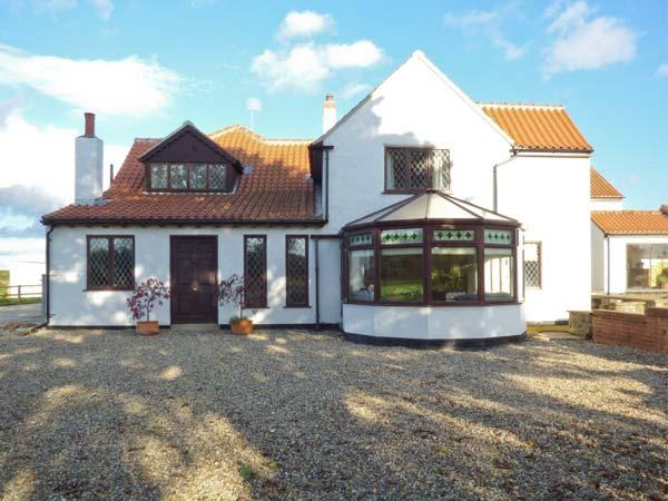 HARTSWOOD FARM, wing of a former farmstead, en-suites, woodburner, shared swimming pool and Jacuzzi, near Malton, Ref 27405 - Image 1 - Malton - rentals