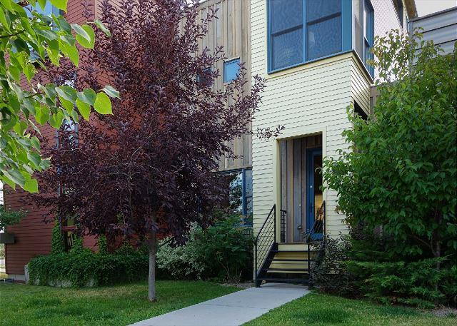 Front entryway. - Blackmore Townhouse - Bozeman - rentals