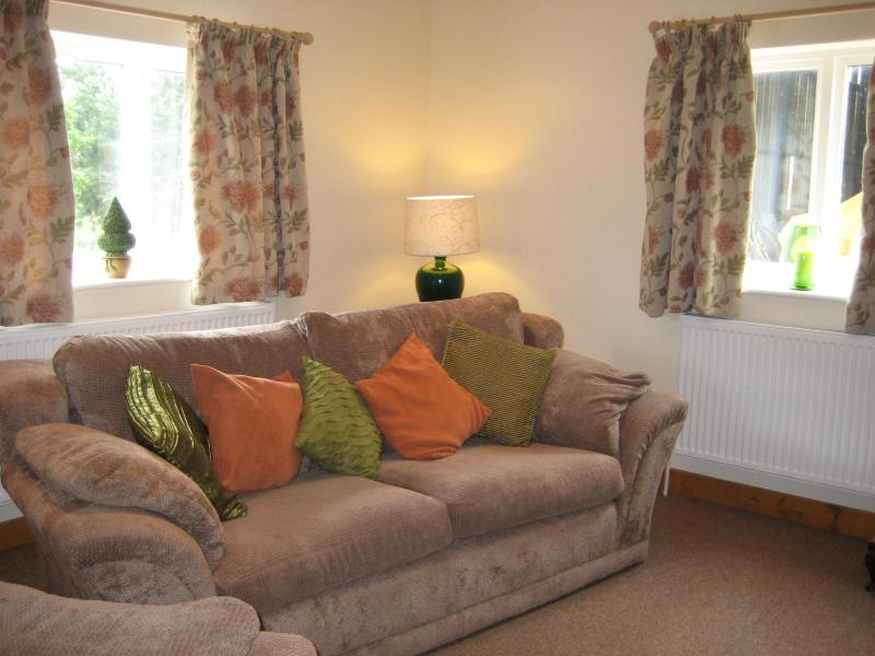 Open plan lounge - The Stable, 2 bedroom country cottage - Ormskirk - rentals