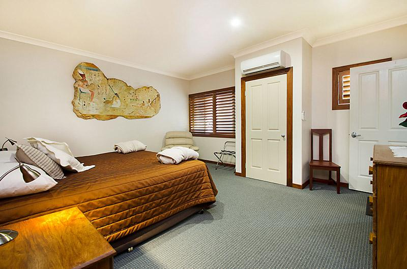 King bedroom air conditioned Jacuzzi House - Artisan Spa views Luxury House at Maleny Montville - Maleny - rentals