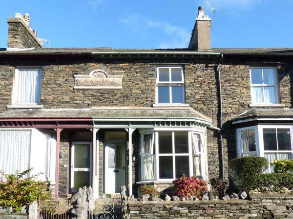 FAIROAK, en-suite, WiFi, off road parking, close to lake in Windermere, Ref 17471 - Image 1 - Windermere - rentals