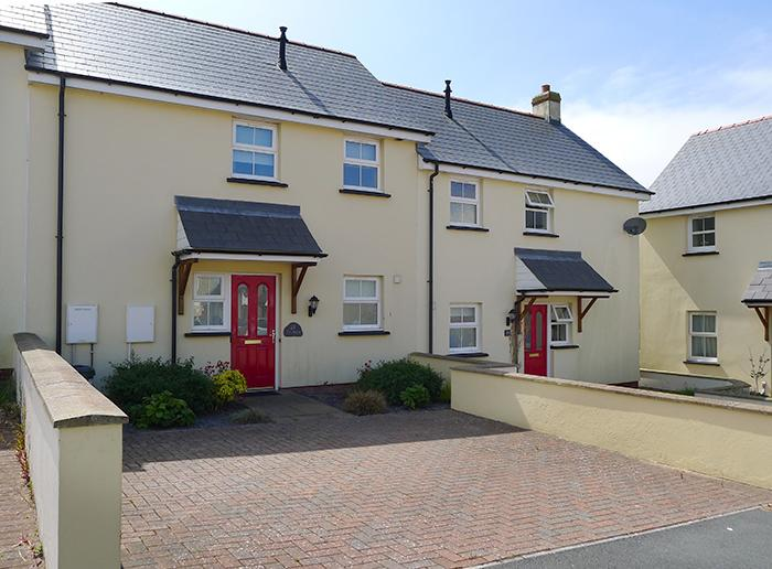 Child Friendly Holiday Home - Ty Melyn, Fishguard - Image 1 - Fishguard - rentals