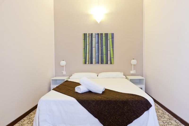 1694 - Center Aragó Apartment V - Image 1 - Barcelona - rentals