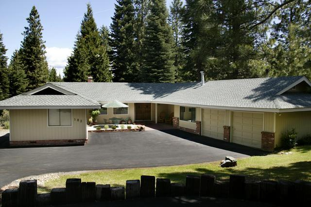 Front of home - Almanor West Golf Course View - Lake Almanor - rentals