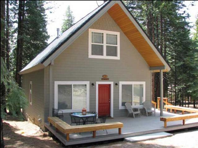 Front of Home - Needels - Country Club Cabin, Sleeps 8, Near Clifford Gate - Lake Almanor - rentals