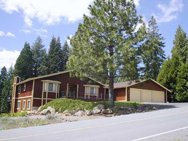 Front of House - Wagner - Country Club Golf Course Home near Rec Area 1 - Lake Almanor - rentals