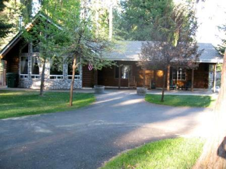 Front of House - Ladies Lake Lodge - Country Club Log Cabin Near Rec Area 2 & Golf Course - Lake Almanor - rentals
