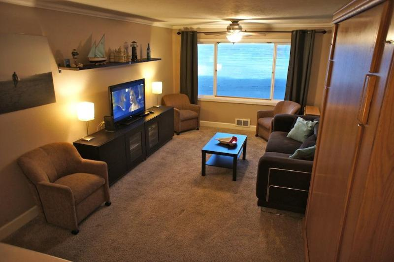 Welcome to No. 214 The Beachelor Pad - The Beachelor Pad - Condo with Wi-Fi, Roku, Pool! - Lincoln City - rentals