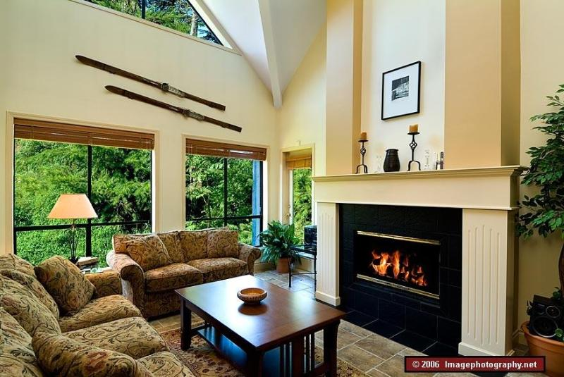Living room with fireplace - Great value condo near ski trail in Upper Village - Whistler - rentals
