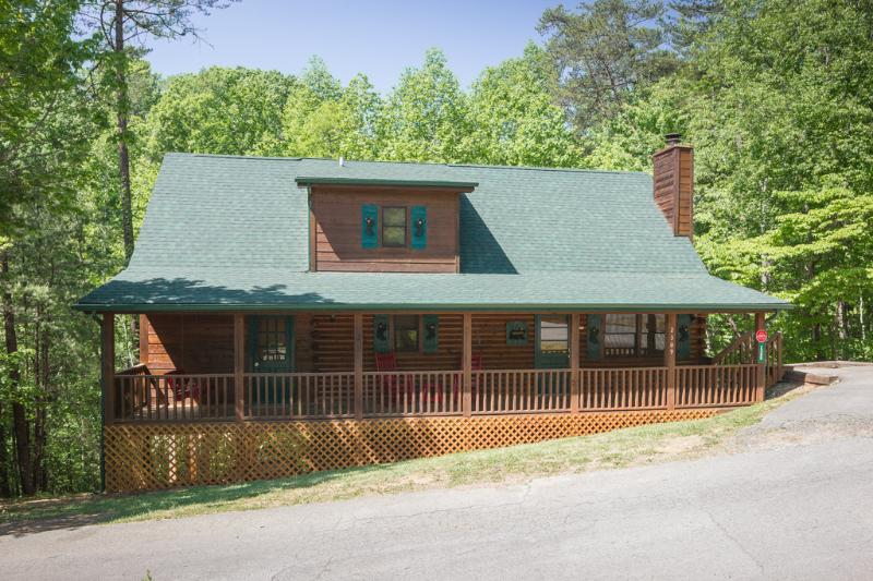 Front Of Hide-A-Way - RED HOT N READY ,Pools,Game Room,Hot Tub,WIFI - Pigeon Forge - rentals