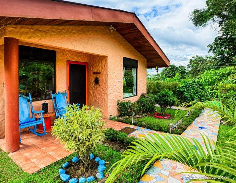 Welcome Home - Lovely Cottage Home, Fantastic Views of Lake Arenal & Volcano, Great Reviews! - El Castillo - rentals
