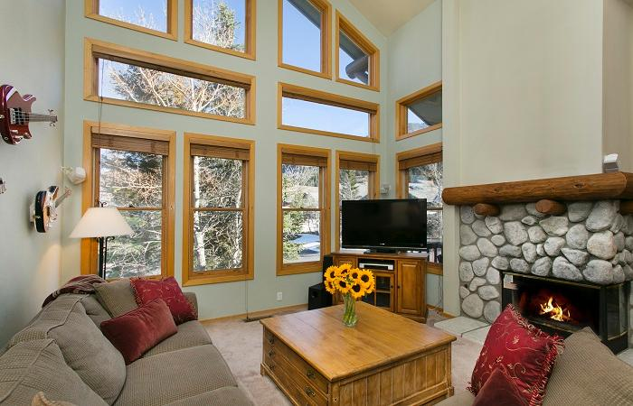 Snowcreek #874 Living Area With A Gas Fireplace And Floor To Ceiling Windows - Snowcreek V 874 - Luxury Mammoth Townhome - Mammoth Lakes - rentals