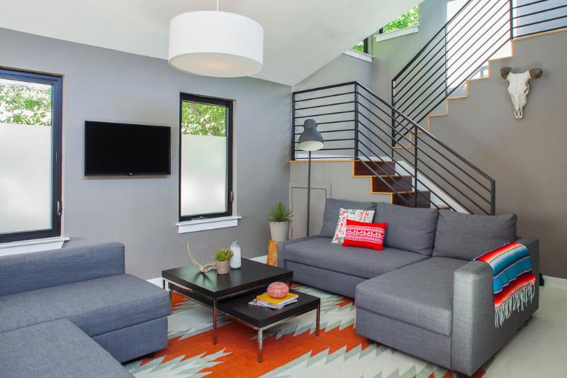 Casa Moderna Vacation Home. Designed by local designers McCray * Co (Ramen Tatsu-ya, Lenoir) - SPECIAL: Moderna Downtown Austin 3BR UT / ACL / F1 - Austin - rentals