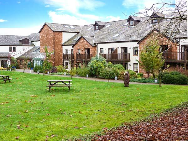 FELL VIEW, luxury first floor apartment, excellent leisure facilities on-site, romantic retreat, near Penruddock and Keswick, Ref 17386 - Image 1 - Penruddock - rentals