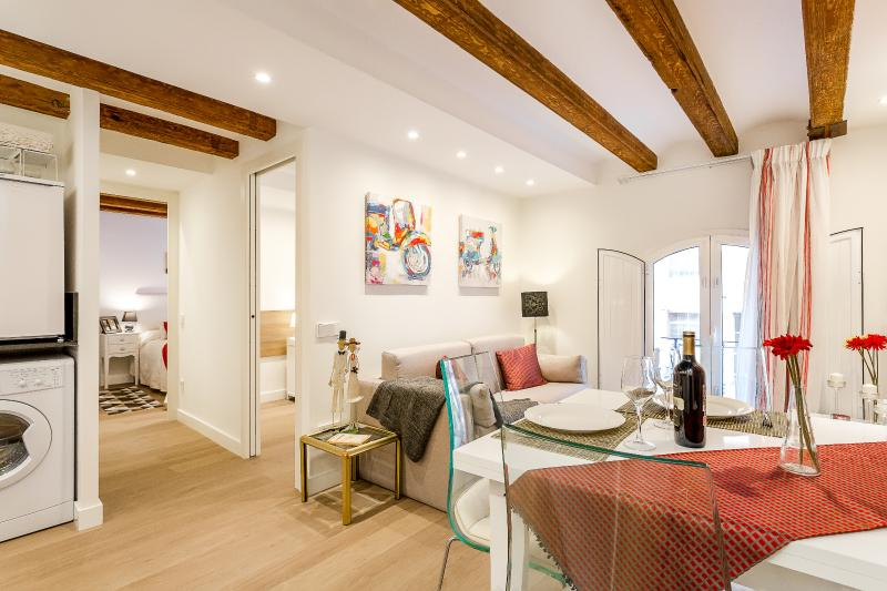 Living Room - Vintage Suite 1 (2BR) - MID TERM RENTALS - Barcelona - rentals